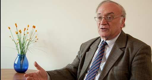 In memory: Professor Péter Holló